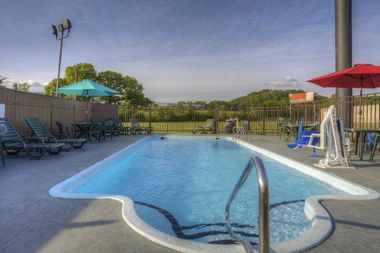 Comfort Inn & Suites - Lookout Mountain : Outdoor Pool