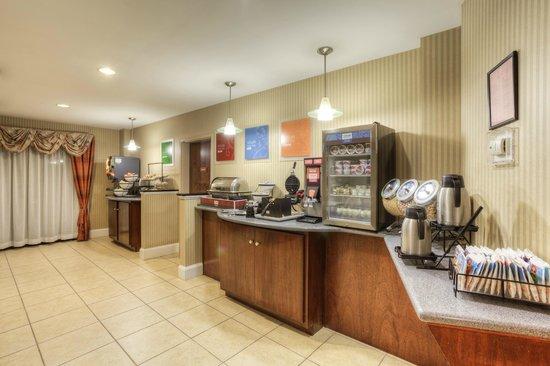 Comfort Inn & Suites - Lookout Mountain : Breakfast Bar