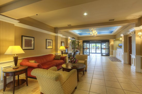 Comfort Inn & Suites - Lookout Mountain: Lobby/Sitting Area