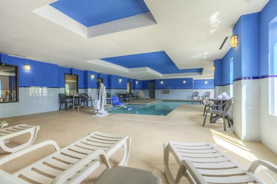 Comfort Inn & Suites - Lookout Mountain: Indoor Pool Seating