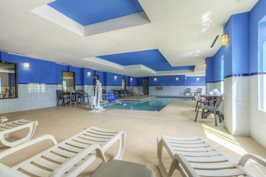 كومفورت إن آند سويتس لوكوأوت ماونتن: Indoor Pool Seating