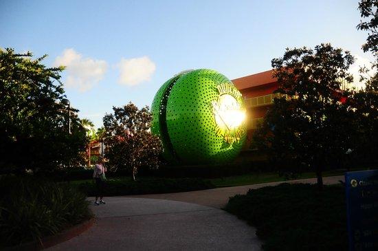Disney's Pop Century Resort: Outside the rooms