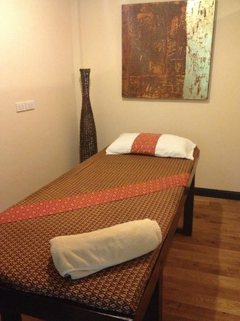 Dolphin Bay Resort: Massage room