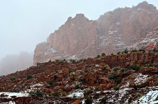 Capitol Reef Resort: View of cliffs as weather closed in