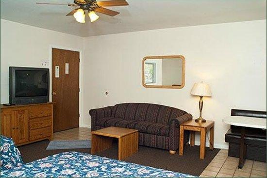 Wapiti Lodge: Living Area