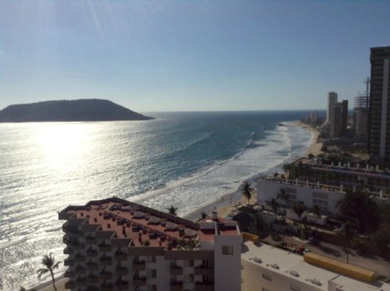The Inn at Mazatlan: Beach view from room