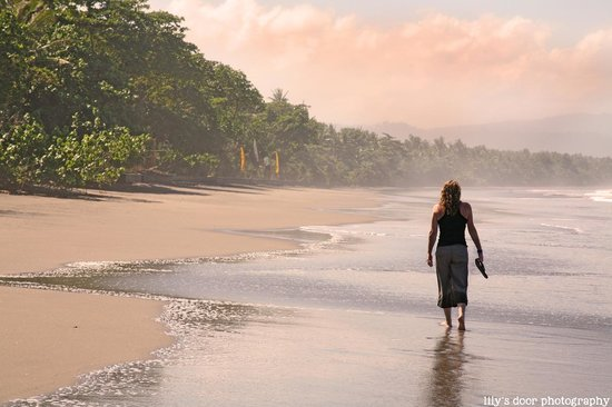 Kelapa Retreat Bali: lazy walks along the beach