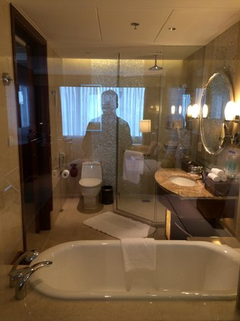 Shanghai Marriott Hotel City Centre: bathroom