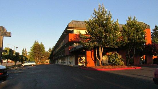 Days Inn Port Angeles: Nice landscaping also