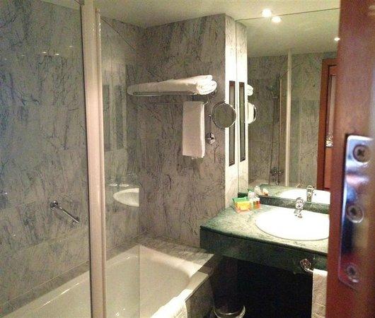 NH Malaga: Bathroom