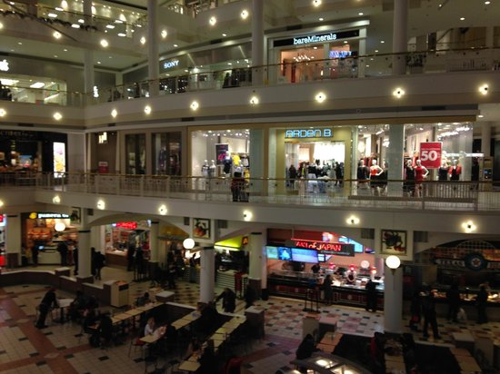 Embassy Suites by Hilton Crystal City - National Airport : shipping mall near hotel
