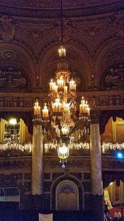 The Landmark Loew's Jersey Theatre: Grand chandelier