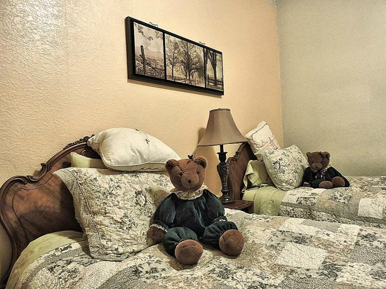 The Groveland Hotel: Nice touch - apprently the owner likes Teddy Bears