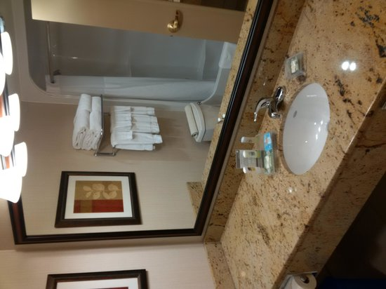 Country Inn & Suites By Carlson, Calgary-Airport, AB: Room