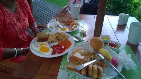 ibis Bangkok Riverside: Breakfast