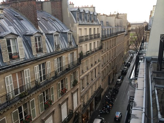 Hotel Royal Saint-Honore: View from the balcony