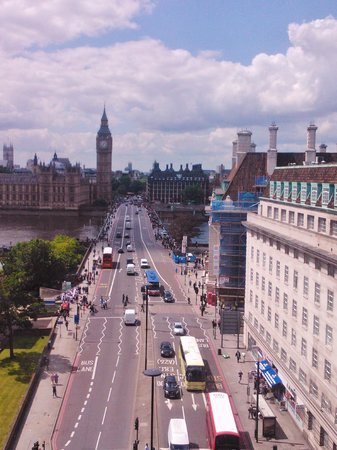 Park Plaza Westminster Bridge London: The truly iconic view from the Iconic Family Room