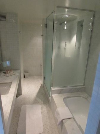 The London NYC: stunning Vista Suite bathroom!