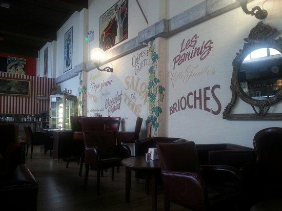 Boulangerie Victor Hugo: The cafe