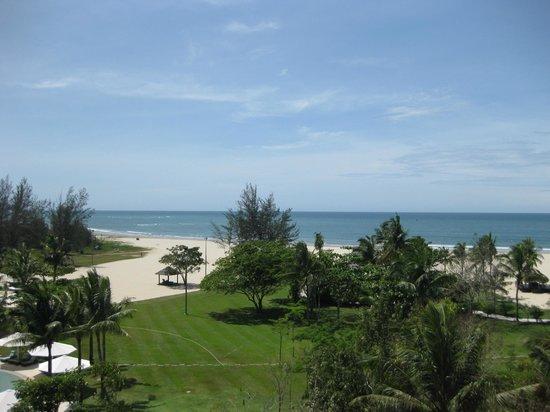 Shangri-La's Rasa Ria Resort & Spa : お部屋はもちろんオーシャンヴュー