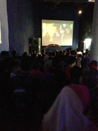Aquaria KLCC: Crowd waiting to enter the oceanarium