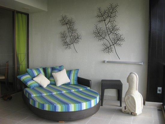 Shangri-La's Rasa Ria Resort & Spa : ベランダのお昼ねベッド