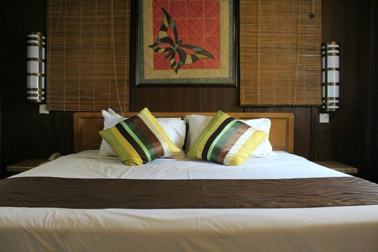 Holiday Villa Beach Resort & Spa Cherating : The super comfortable bed