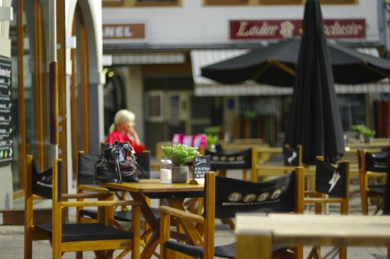 Aran Hotel Koblenz: столики на улице