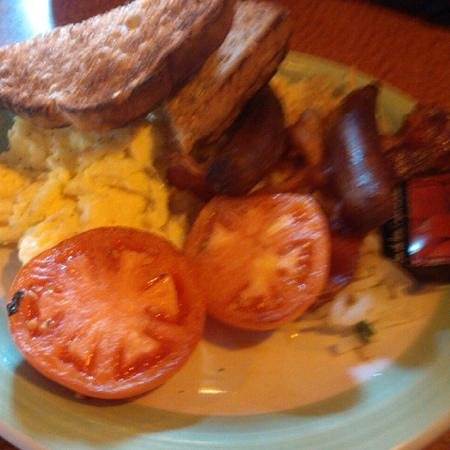 Melissa's Restaurant and Bar: toast with sausage,bacon, eggs,grilled tomato