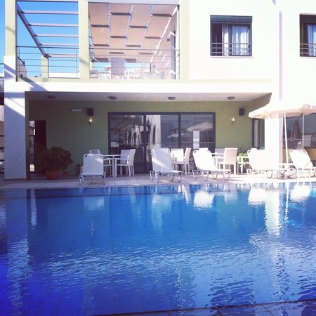 Athina Beach Hotel : Clean pool
