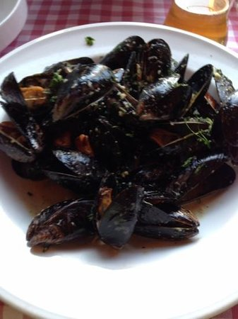 Chez Marcel: wonderful plate of mussels
