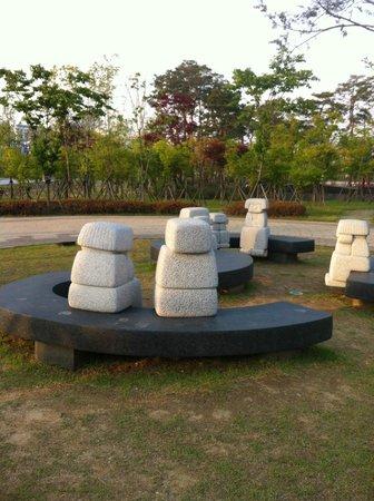 Lotte City Hotel Gimpo Airport: парк перед отелем