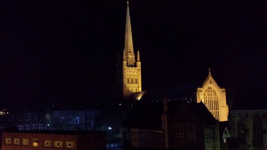 Maids Head Hotel: View of Norwich Cathedral from hotel room window