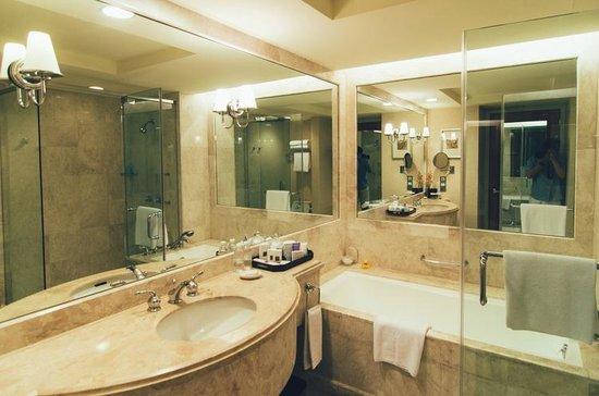 Conrad Centennial Singapore: Executive Room Bathroom