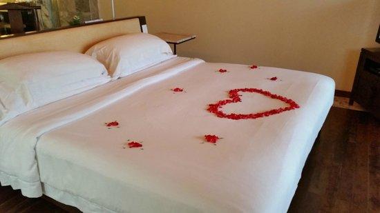 Centara Grand Beach Resort Phuket: Complimentary flower for honeymooners