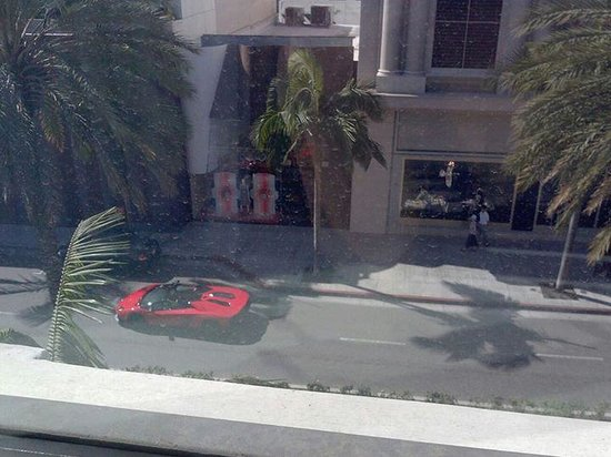 Luxe Rodeo Drive Hotel: Woke up to the sounds of roaring Lamborghini