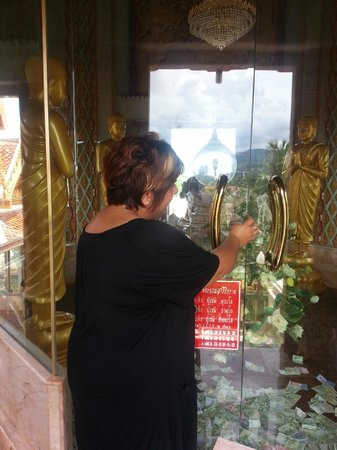 Wat Chalong : Donation To Buddha 2