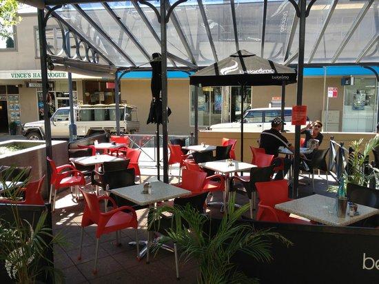 Cafe Rocca: outdoor dining area