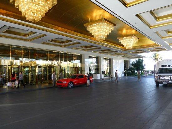 Trump International Hotel Las Vegas: Hotel Entrance