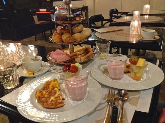 Britannique Hotel: Breakfast