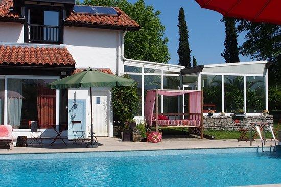 Domaine de Millox : piscine solarium