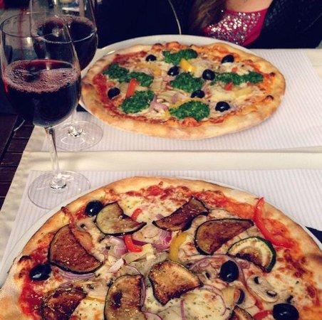 Le Mystic: Vegetarian Pizza & Pizza Primavera
