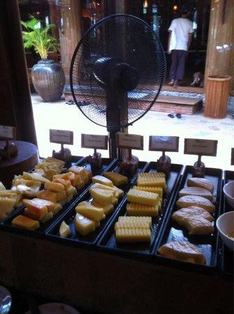 Santhiya Koh Phangan Resort & Spa: The fan is not quite keeping off flies