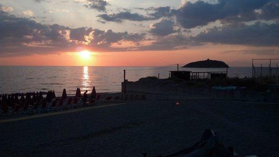 Hotel Diamante: Spiaggia dell'hotel al tramonto