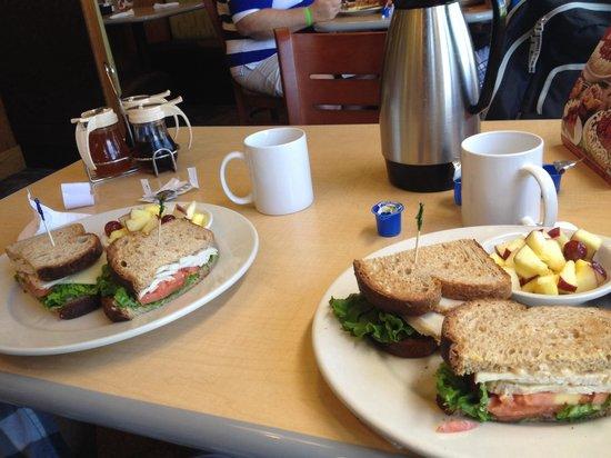 Perkins Restaurant & Bakery: Excelente café da manha!