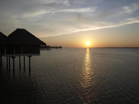 AVANI Sepang Goldcoast Resort: sunset view
