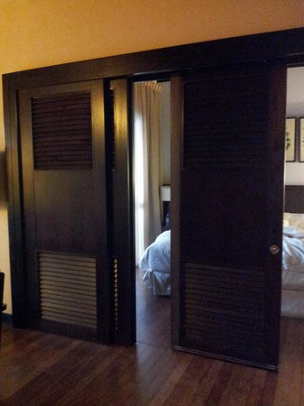 AVANI Sepang Goldcoast Resort: Fulty hanging partition panel in room
