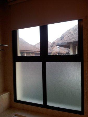 AVANI Sepang Goldcoast Resort: see-through glass window in toilet