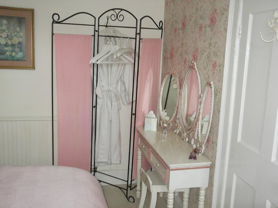 Tintern Old Rectory B&B: Bedroom front of house overlooking the river