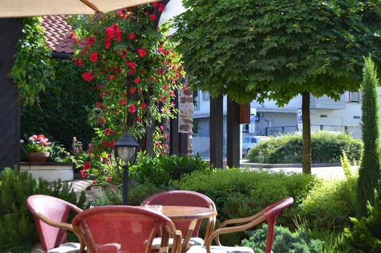 Parkhotel Pruhonice: Summer Terrace of Restaurant Tarouca